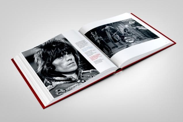 stones-circus-book-mockup-03